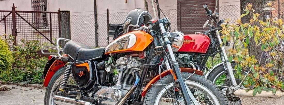 Kawasaki Z800 vs Ducati Monster 821