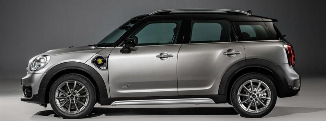Vista frontal de Mini Coupper S E Countryman ALL4 azul