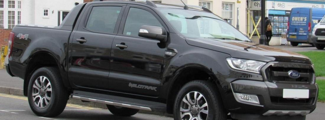 Ford Ranger de color negro