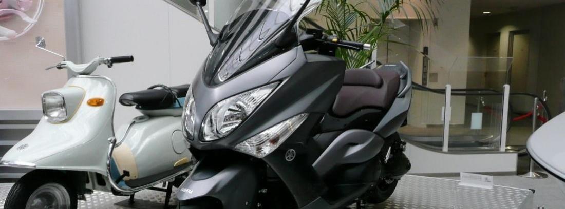 Accesorios GIVI para la Yamaha T-Max 530