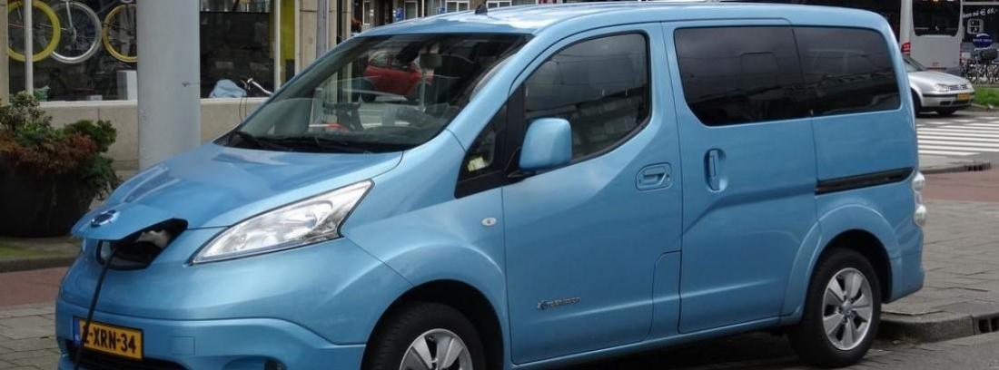 Nissan e-NV200 conectado a la corriente