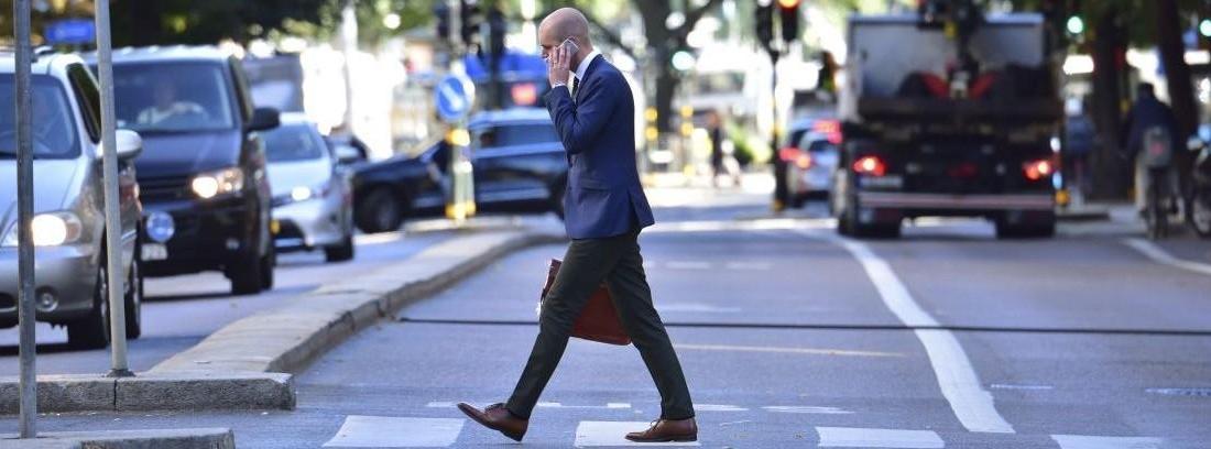 la señal peligro peatones usando el movil ha llegado a suecia