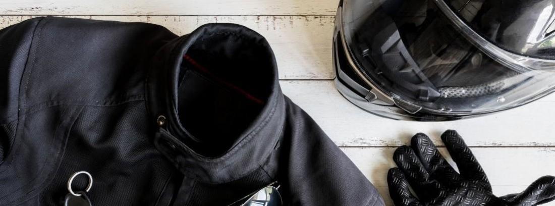 Llevar chaqueta en moto puede ser obligatorio
