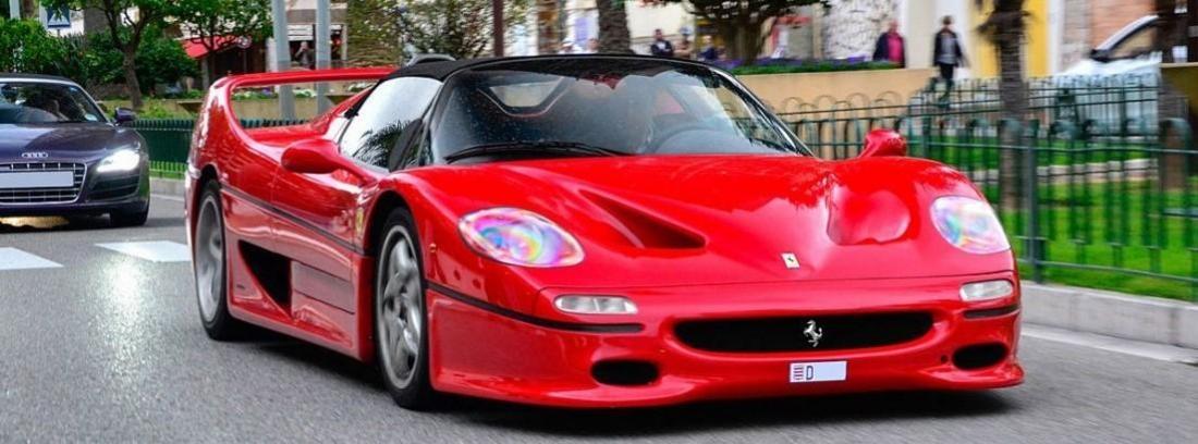 Ferrari J50 de color rojo