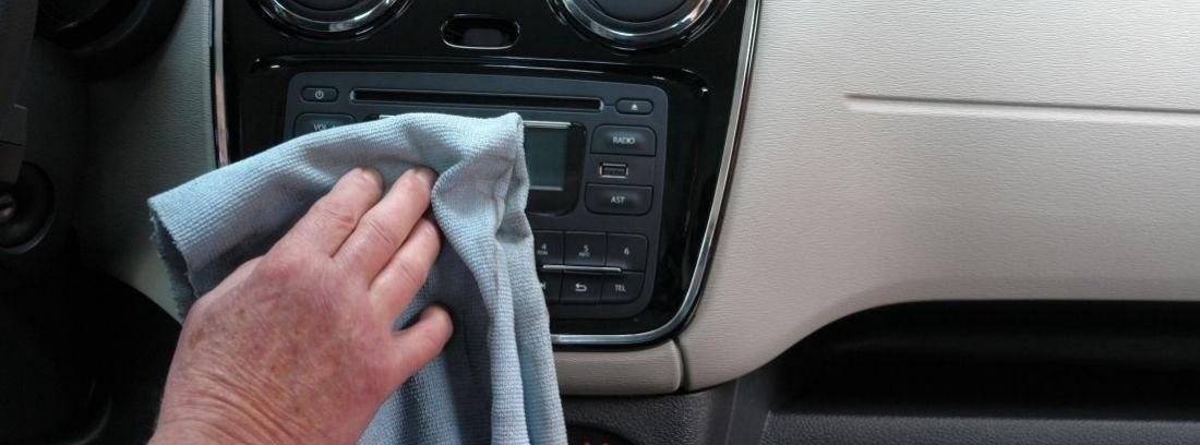 productos para limpiar el salpicadero del coche