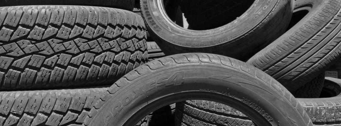 Fila de neumáticos