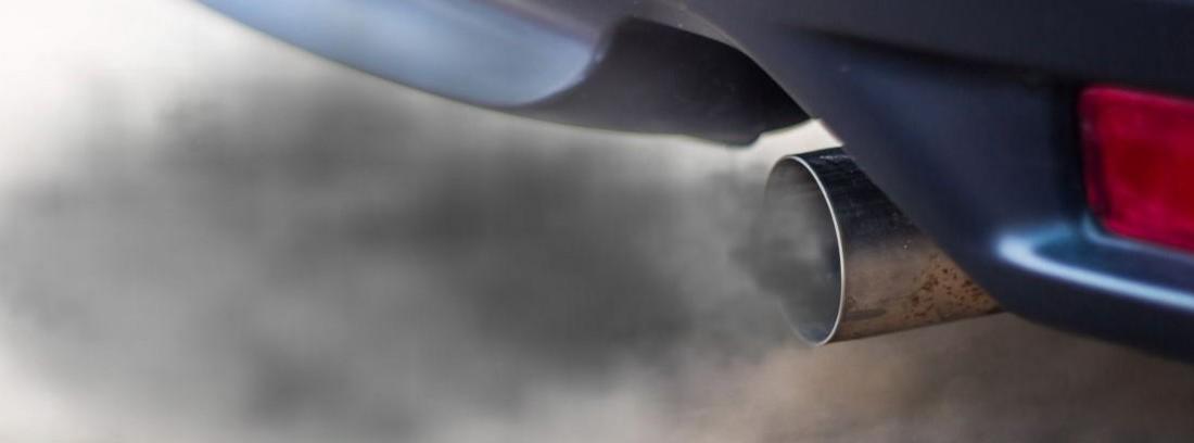 ¿Qué significa el humo que sale del tubo de escape según su color?