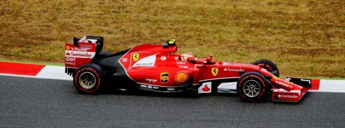 Primer plano de Schumacher subido a un Ferrari