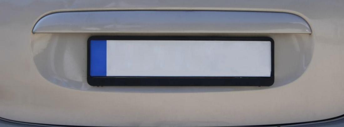 matricula en blanco de una furgoneta