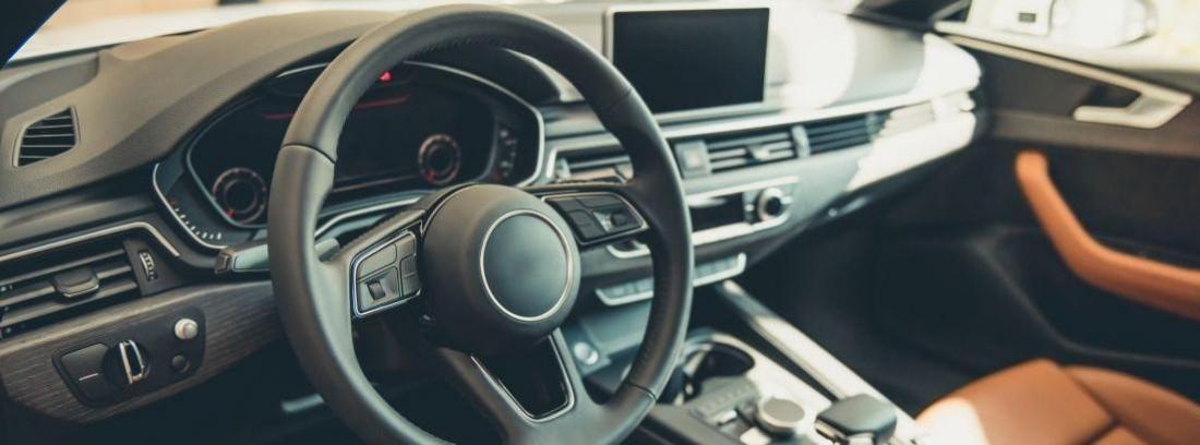 ¿Se puede cambiar el volante del coche?