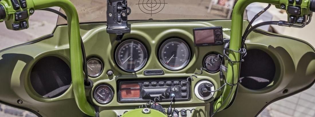 ¿Se puede poner una radio en la moto?