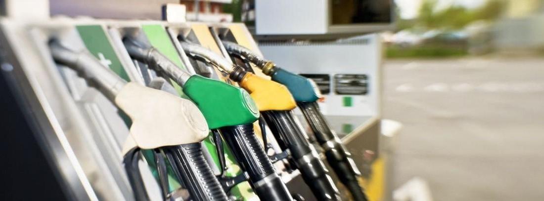 Comprobamos cómo se calcula el precio de la gasolina en Navidad y si es cierto el mito de que se inc