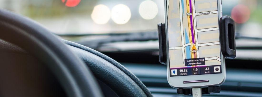 Tipos de soporte de móvil para el coche