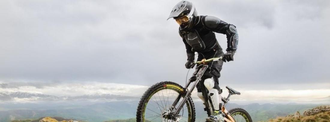 Bicicleta en la cima de una montaña