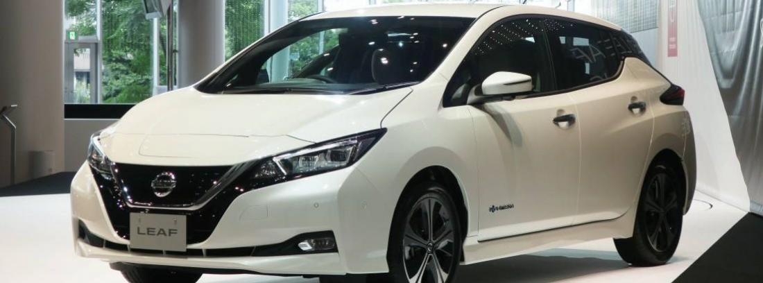 Nissan Leaf 2017 de color blanco