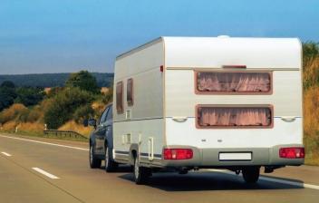 Trucos para conducir un coche con una caravana