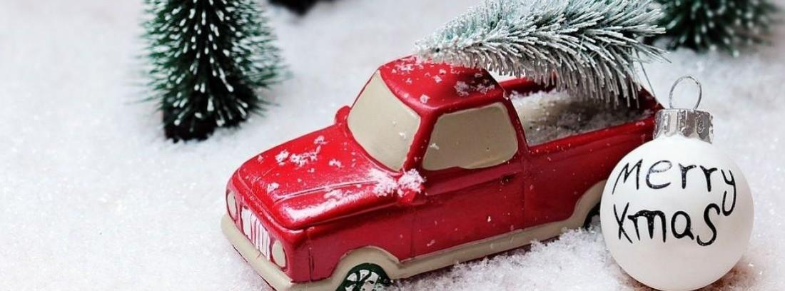 Coche en epoca de navidad