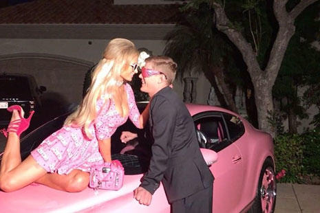 Paris Hilton Bentley Continental GT rosa