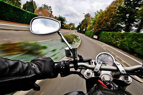 Cursos para prevenir accidentes de moto velocidad