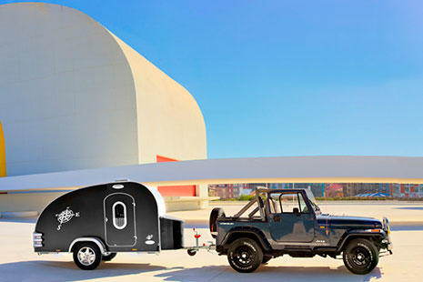 Caravana creativa CaravanCol Travel con 4x4 descapotable