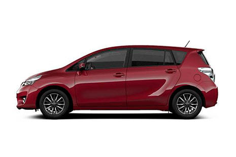 Toyota Verso rojo de siete plazas