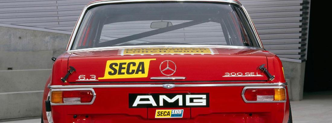 Mercedes 300 AMG rojo