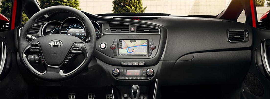Interior y panel de mandos del Kia Cee´d 2018.