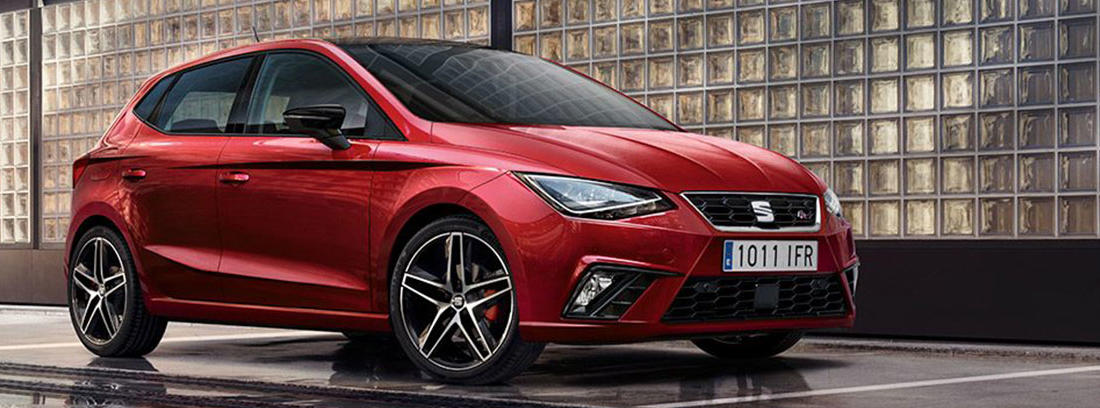Seat Ibiza de color rojo