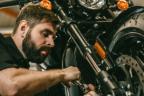 Cuándo debe pasar una motocicleta la primera inspección técnica periódica.