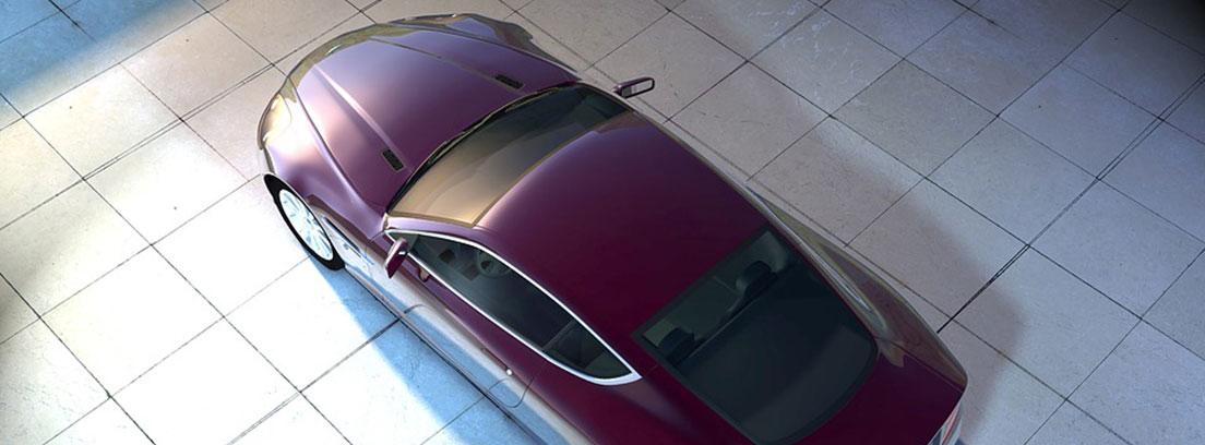 Vista cenital de un coche granate