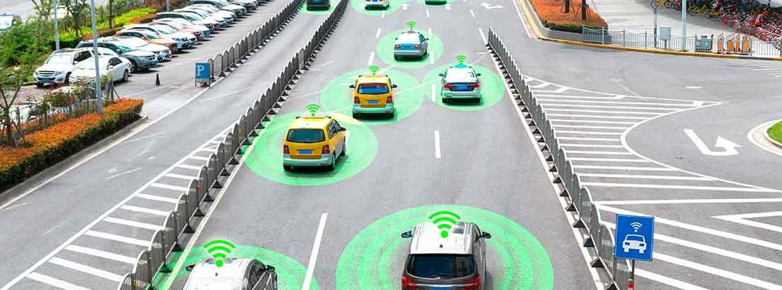 Carretera llena de coches autónomos