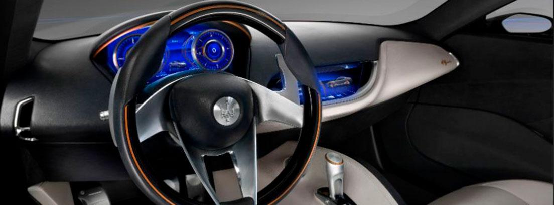 Pantalla en el cuentakilómetros del Maserati Alfieri