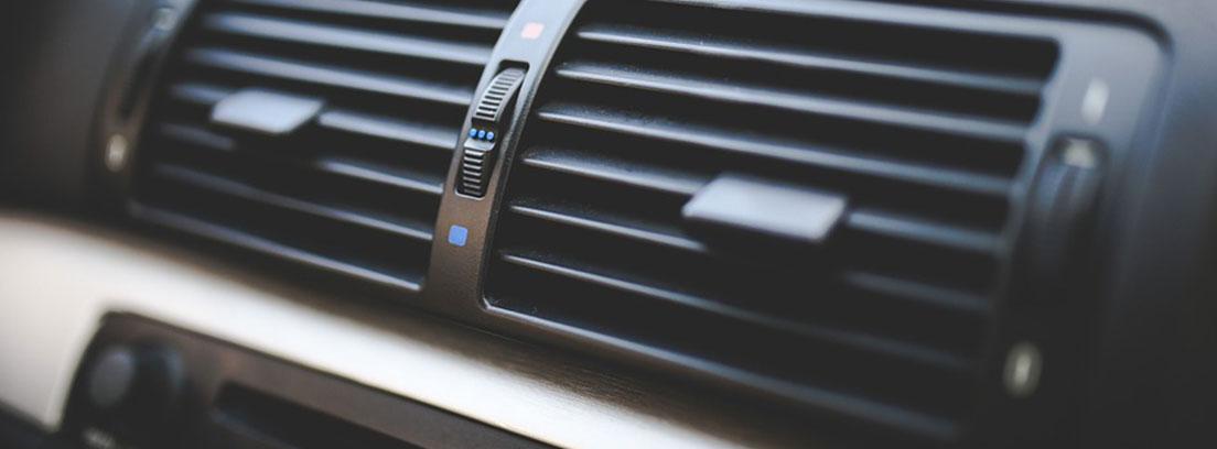 Salidas de aire acondicionado de un coche