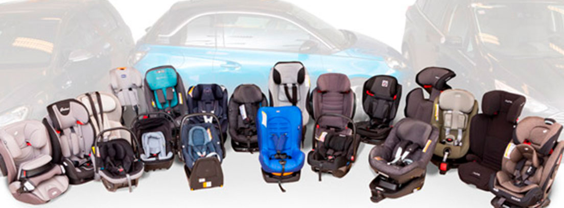 Diferentes sillas de niño para coche en dos filas colocadas