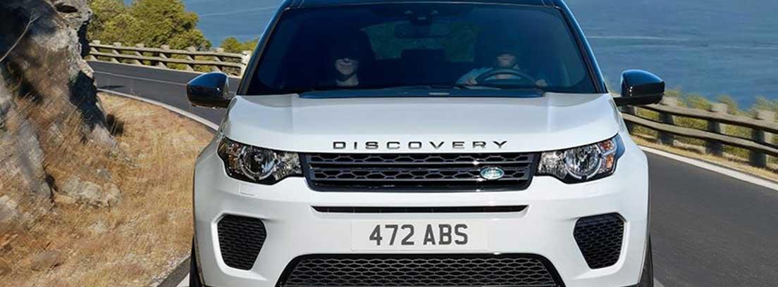 Vista frontal del Land Rover Discovery Sport Landmark edition