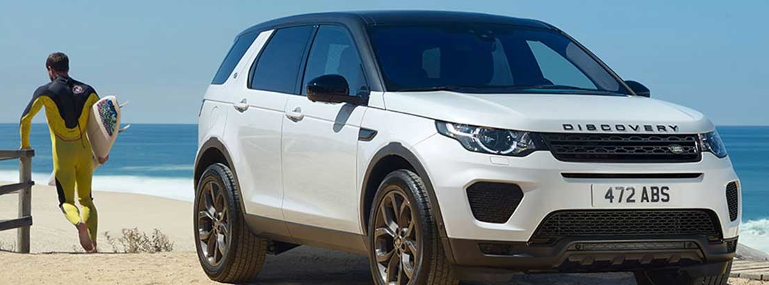 Land Rover Discovery Sport Landmark edition de color blanco