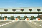 Vista frontal de un peaje de autopista