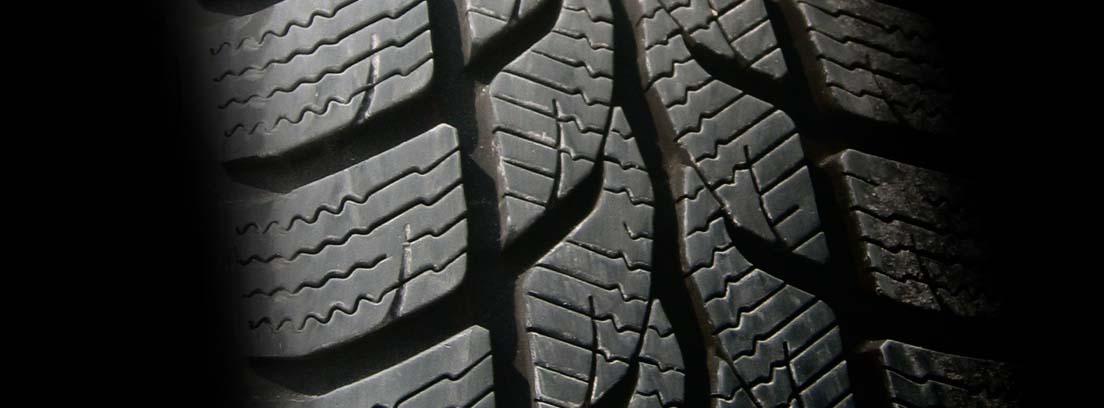 Primer plano del dibujo de un neumático