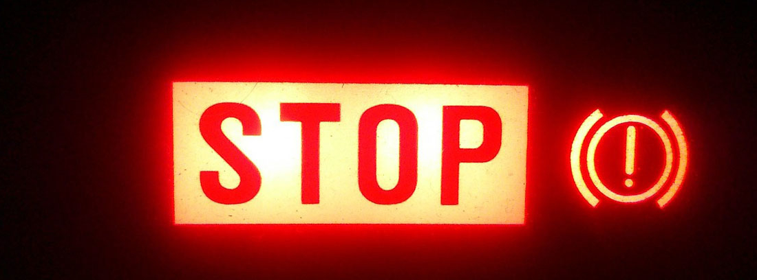 luminoso de parada de emergencia del coche
