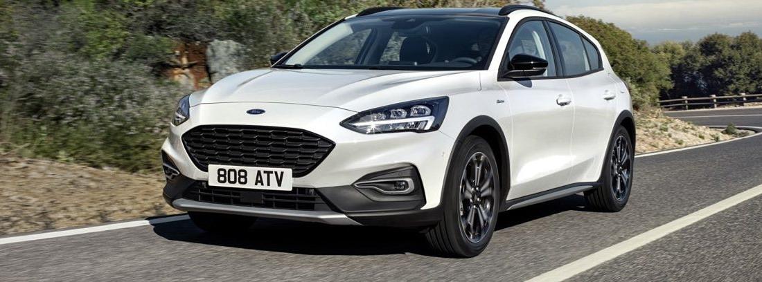 Ford Focus blanco