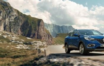 Renault Kadjar 2019 azul en carretera