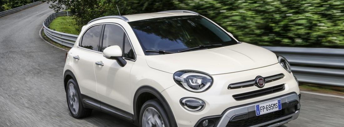 Fiat 500 X blanco en carretera