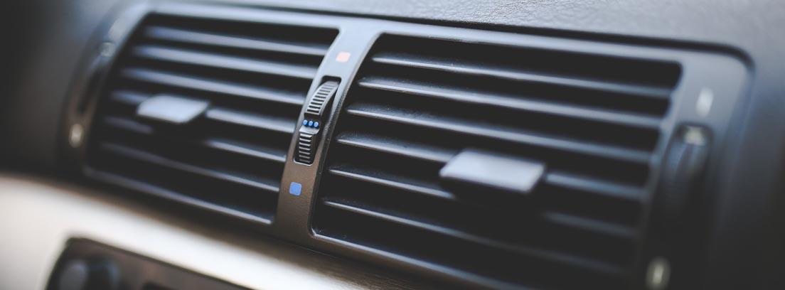 rejillas de aire acondicionado de un coche