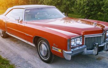 Cadillac Eldorado rojo es uno de los coches clásicos americanos más deseados