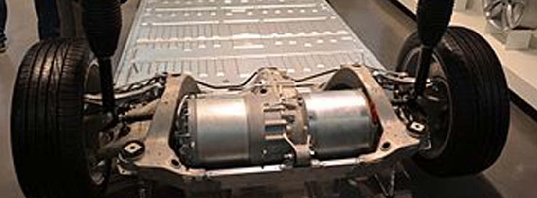 Vista general de chasis de coche eléctrico con baterías