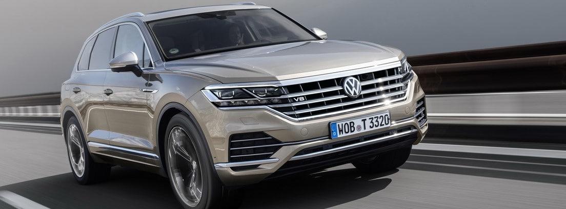 Volkswagen Touareg V8 TDI circulando por una carretera