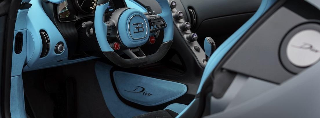 Interior del asiento del conductor del Bugatti Divo