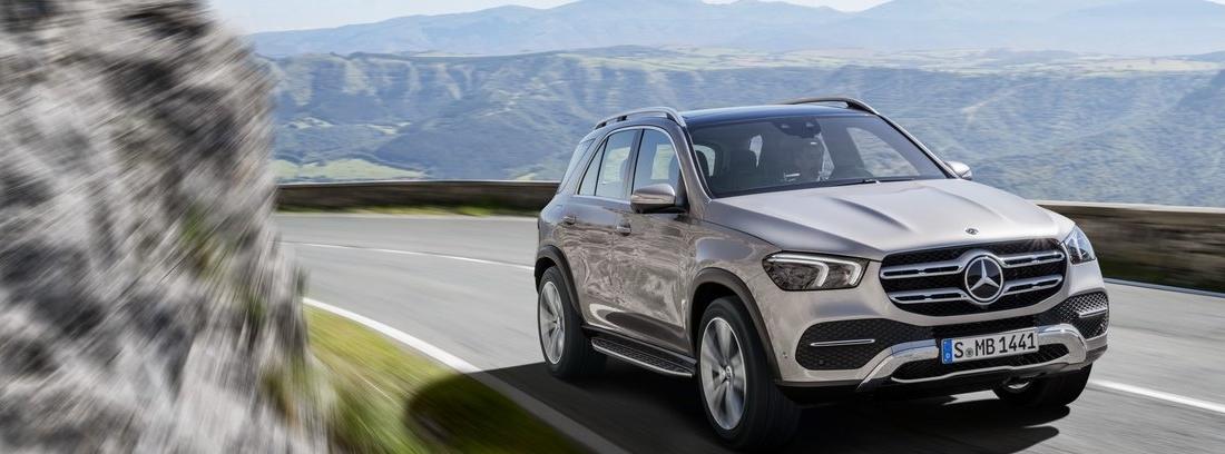 Mercedes GLE en carretera