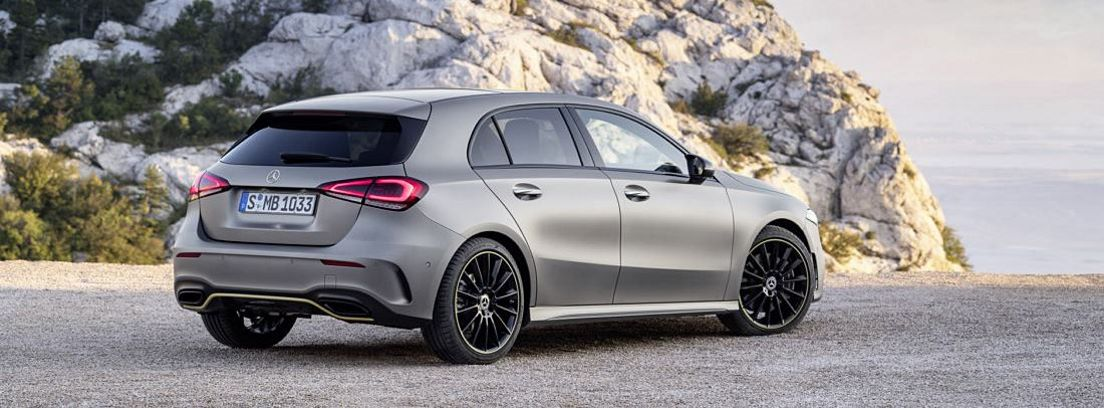 Mercedes Clase A estacionado
