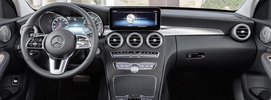Vista interior del panel de instrumentos del nuevo Mercedes Clase C.